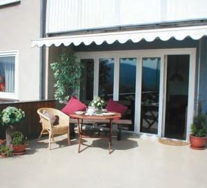 Warstwa nawierzchniowa systemu powłokowego do stosowania na dachach, balkonach i tarasach